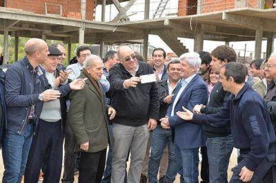 Andreotti recorri� la avanzada obra del nuevo Cuartel de Bomberos