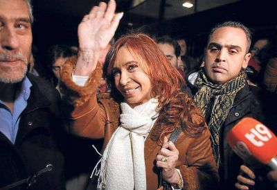 Cristina niega que vaya a ser candidata pero arma otro acto