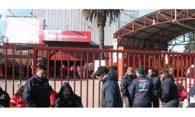 Camioneros mantiene bloqueadas las distribuidoras de Coca Cola por tiempo indeterminado