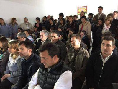 Invasi�n renovadora en Castelli: Massa y dirigentes de la Quinta visitaron a Echarren