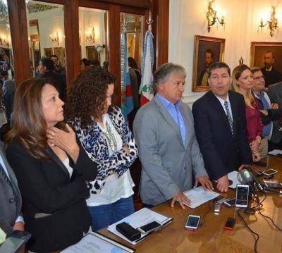 "Fondos Extra. Casas volvió a reclamar ""responsabilidad"" a opositores"