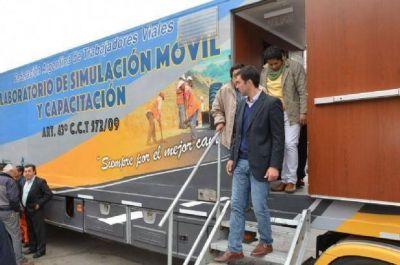 Juan Manuel Urtubey recorrió el Laboratorio de Simulación Móvil de la Federación de Trabajadores Viales
