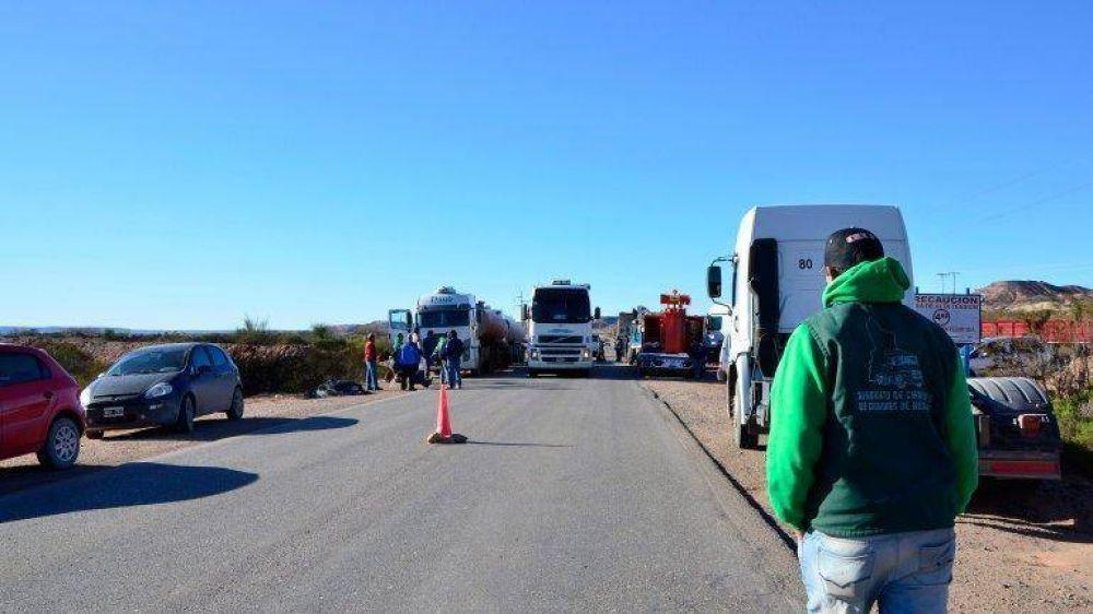 Camioneros bloquean a petroleras por salarios