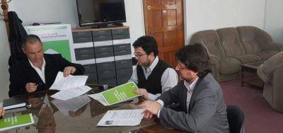 Cellillo firmó convenio con Provincia para la construcción de playón deportivo
