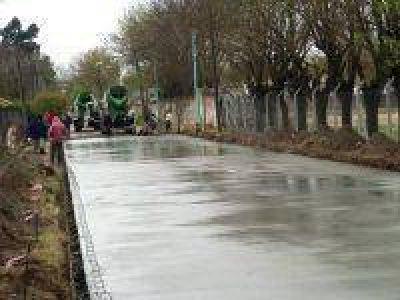 Salomón visitó obra de pavimentación en el barrio 96 viviendas