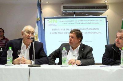 Equipan a municipios para mejorar la administraci�n financiera y tributaria