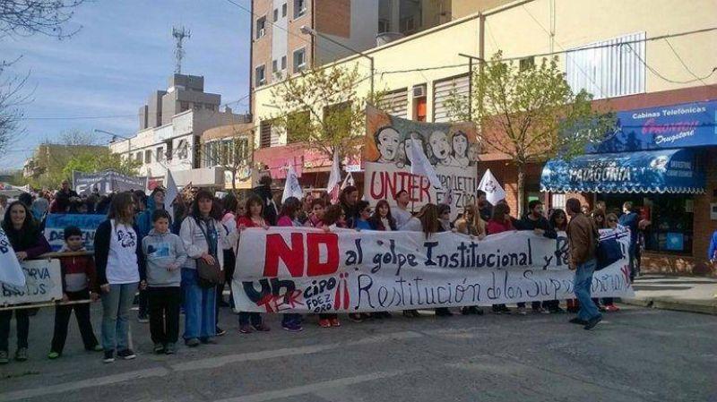 Masiva marcha de los maestros por las calles cipoleñas