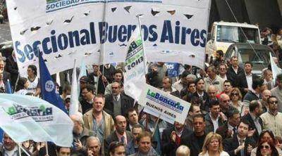 Bancarios piden a Macri que cumpla la promesa de eliminar Ganancias