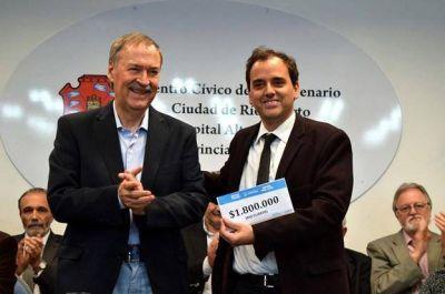 Schiaretti entregó aportes al municipio, vecinos e instituciones de Río Cuarto