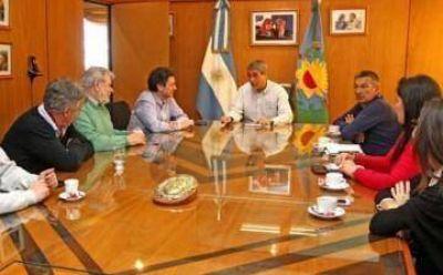 Villagra en la mira de los trabajadores municipales por acompañar a Ferraresi