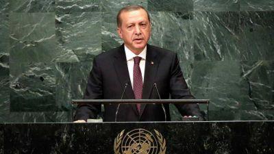 """Recep Tayyip Erdogan, sobre los refugiados sirios: """"Les abrimos las puertas porque somos humanos, pero Occidente les falló"""""""
