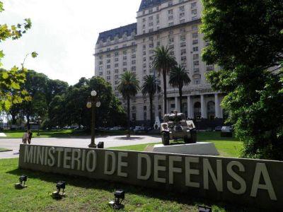 Trabajadores de las Fuerzas Armadas cortan Corrientes y Pueyrredón