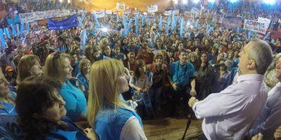 Antes miles de docentes, Passalacqua remarc� los valores de la Renovaci�n