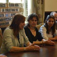 Vecinos reprimidos por Gendarmer�a en el Peaje Larena fueron recibidos por Legisladores