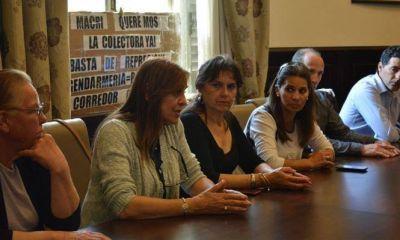 Vecinos reprimidos por Gendarmería en el Peaje Larena fueron recibidos por Legisladores
