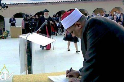 Al-Azhar planea un cumbre interreligiosa de paz con el Vaticano