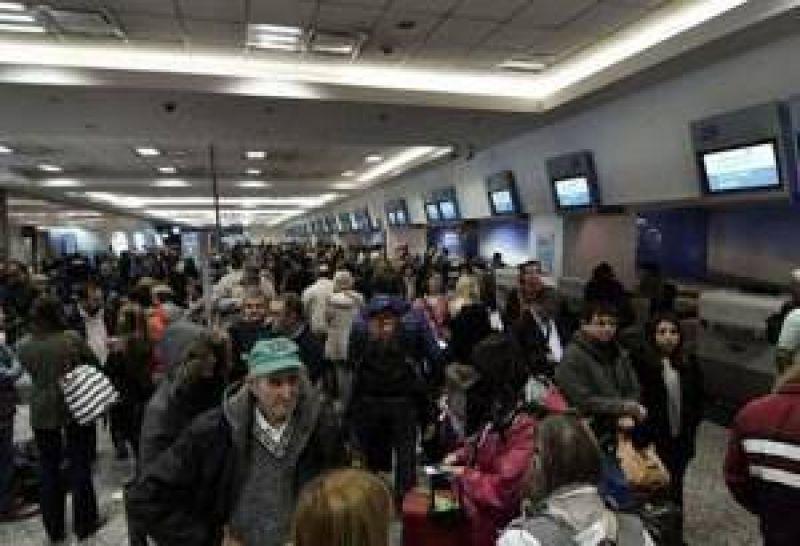 Pilotos de Aerolíneas advierten por más huelgas