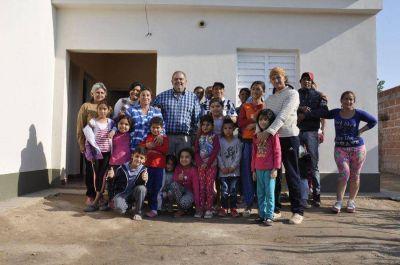 Se entregaron m�s m�dulos habitacionales en diferentes barrios de la ciudad Capital