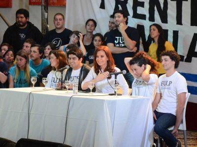 """CFK visitó La Plata con un claro mensaje: """"La tarea es persuadir y convencer"""""""