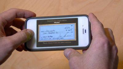 El BCRA reglament� el dep�sito de cheques a trav�s del celular
