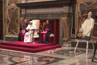 El Papa a los periodistas: 'No soplen sobre el fuego de la destrucción, promuevan la cultura del encuentro'