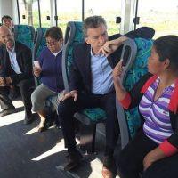 Macri viaj� en colectivo y habl� de obras viales con vecinos de Pilar