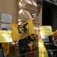 Militantes del MIJD de Castells protestaron en la Municipalidad
