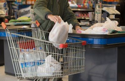 Desalentar�n el uso de bolsas pl�sticas en todo el comercio