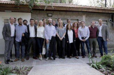 Senadores de la 4ta Secci�n y el intendente de Bol�var en reuni�n desarrollada en Lomas de Zamora