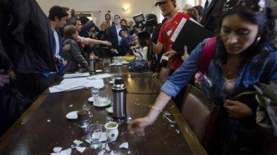Indagan a municipales de Bariloche por la violenta sesi�n