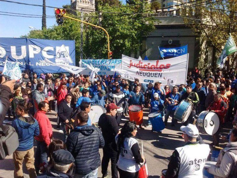 Contundente marcha en Neuquén para repudiar la represión