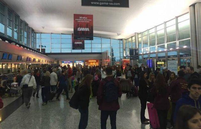 Caos en el Aeropuerto de C�rdoba por paro de maleteros