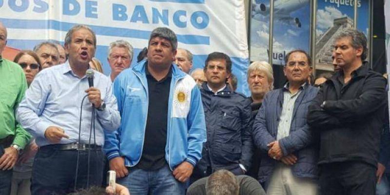 Marcha de La Bancaria: Palazzo y Pablo Moyano reclamaron reapertura de paritarias, cese de despidos y la eliminación del Impuesto a las Ganancias