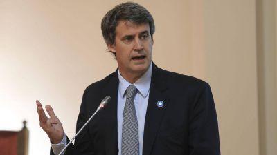 Alfonso Prat-Gay envió a Europa a dos subsecretarios para colocar bonos en euros