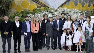 Intendentes peronistas se mostraron unidos en la inauguraci�n de la Fiesta Nacional de la Flor