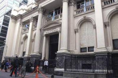 Desvincularon de su cargo el director del Banco Central
