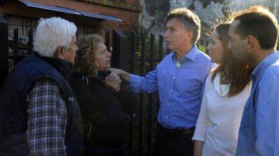 Tras el traspi� con Malvinas, Macri sale a recorrer las casas de vecinos