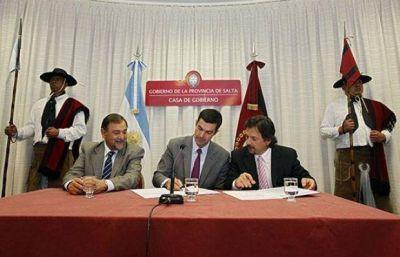 Plan Bicentenario: Juan Urtubey firm� convenios con Gustavo S�enz