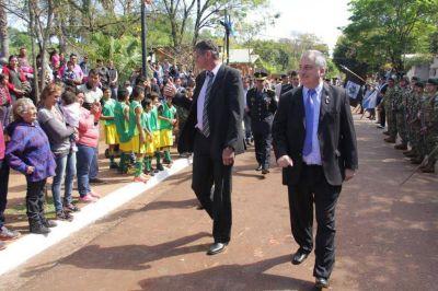 Passalacqua presidió los festejos por los 90 años de Puerto Esperanza e inauguró un Ecolodge de la UDPM