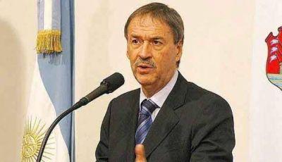 Schiaretti viaja para presentar proyectos de siete acueductos