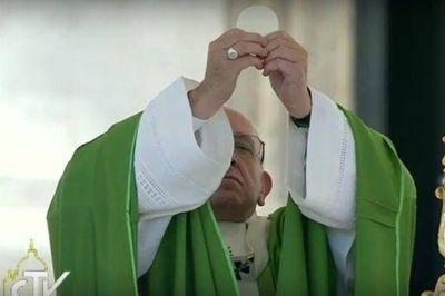 """El Papa: """"La mundanidad es un 'agujero negro' que devora todo en el propio yo"""""""