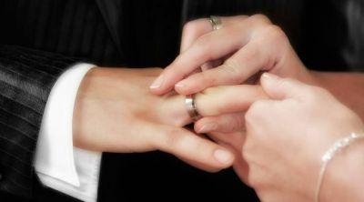 Amoris Laetitia: La Iglesia ayuda a los matrimonios a formar su conciencia, dice Obispo