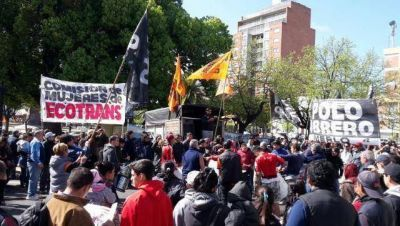 Trabajadores de la ex Ecotrans protestan en Mor�n por su fuente laboral