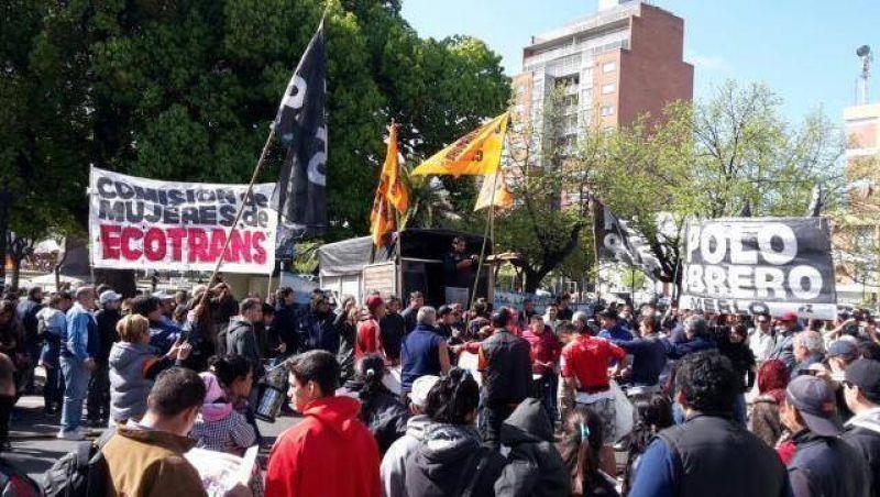 Trabajadores de la ex Ecotrans protestan en Morón por su fuente laboral
