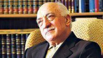 "El clérigo acusa a Erdogan de ""autogolpista"""