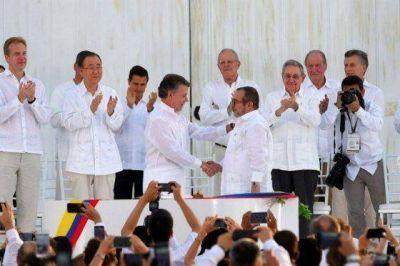 Llegó el momento, Santos y Timochenko le ponen la firma a la paz