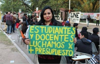 Docentes universitarios de Chaco y Corrientes se suman paro