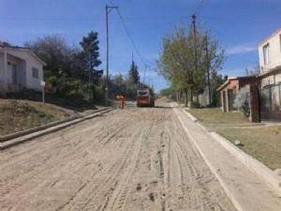 Desembolsan 15 millones para pavimentar las calles de cuatro barrios carlospacenses