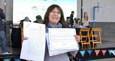 La Ciudad entregó escrituras a vecinos de la Villa 21-24