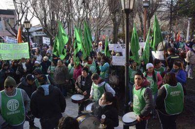 ATE Santa Cruz se suma al paro nacional con una movilización